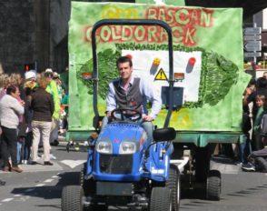 Le char « Goldorack » de Bascan dans le corso fleuri de la fête du muguet 2012