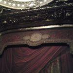 Le rideau de la scène de l'Opéra Garnier