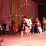 acrobate_et_orchestre.jpg