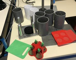 Le prototype d'une presse pour fabriquer des bûchettes combustibles à partir de papiers et de cartons recyclés